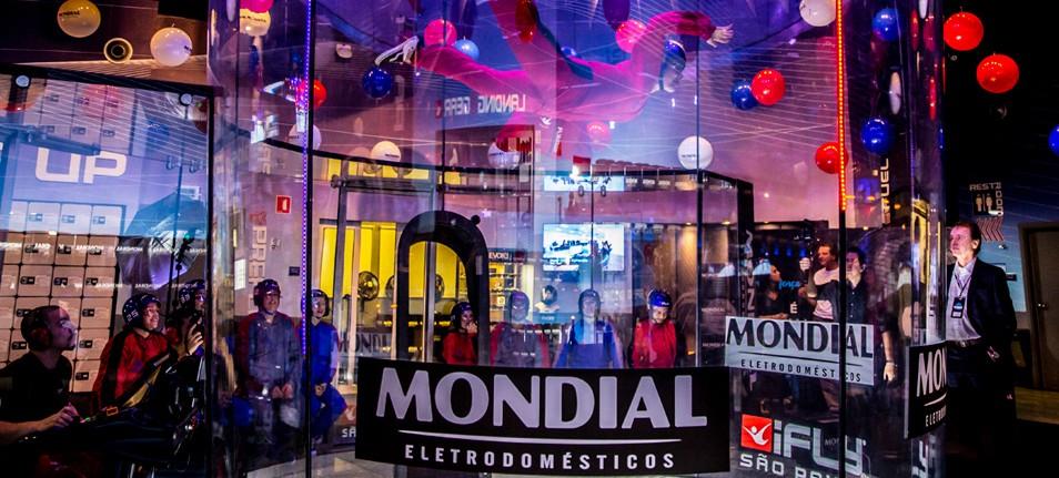 Mondial faz consumidores voarem em queda livre
